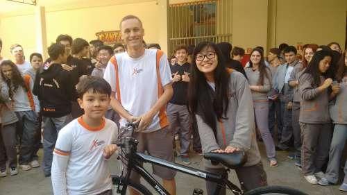 "Colégio entrega bicicleta ao vencedor do ""QUIZ DAS OLIMPÍADAS"""